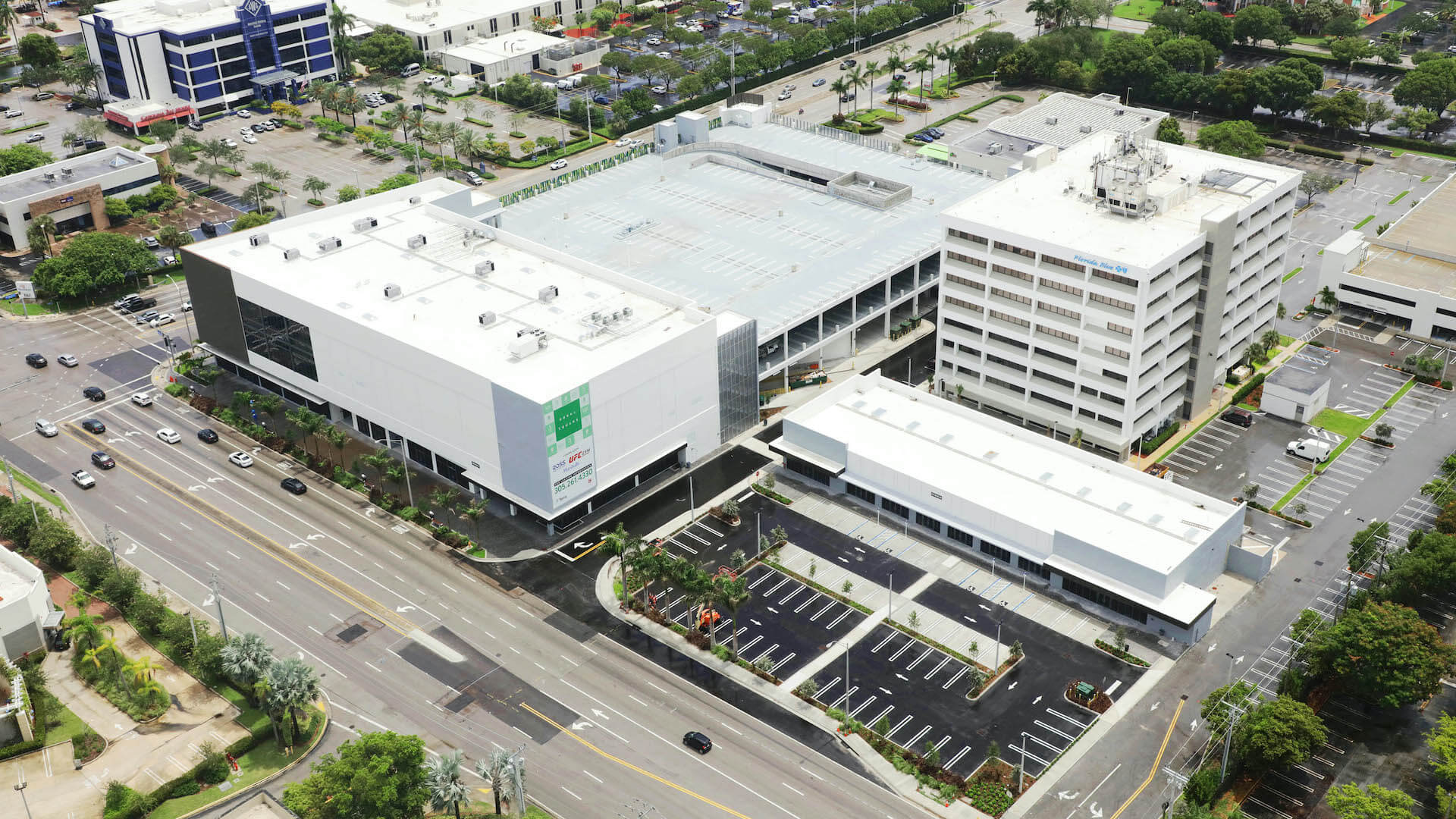 doral square - right angle perspective aerial view with parking lot
